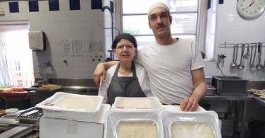 Cuinats Jotri hace una donación de canelones de Navidad para La Sopa