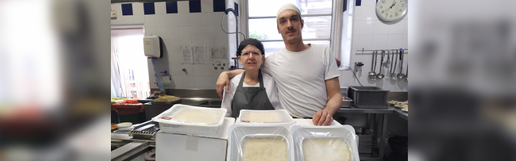 Cuinats Jotri fa una donació de canelons de Nadal per a La Sopa