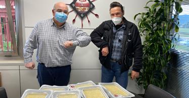 Cuinats Jotri hace una donación de 216 canelones en el centro de acogida La Sopa