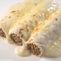 Canelons de carn amb beixamel i formatge