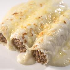 Canelones de carne con bechamel y queso