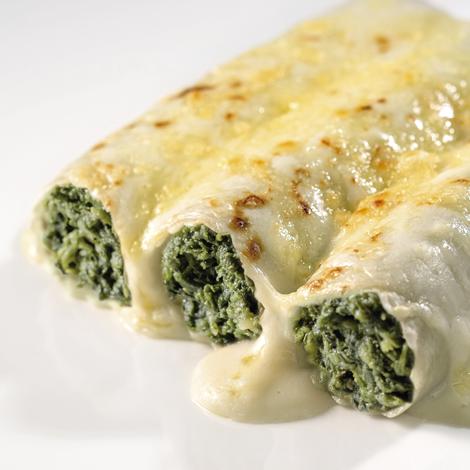 Canelones de espinacas con bechamel y queso