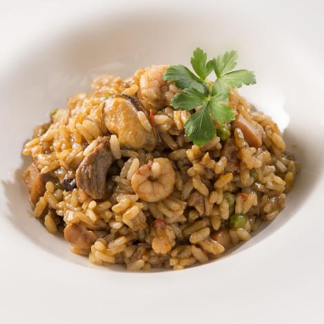 Paella de arroz mixta