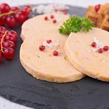 Canelones de confit y foie de pato con bechamel de manzana caramelizada