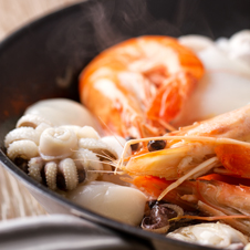 Sopa de pescado con gambas